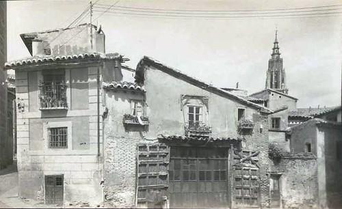 Catedral de Toledo vista desde la Plaza de Santa Isabel hacia 1929