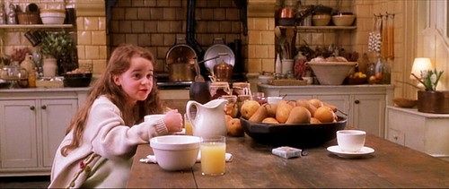 practicalmagic_kitchen_pears_cleanupyourownmess