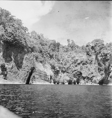 Caves along the shore of Kahatola Island