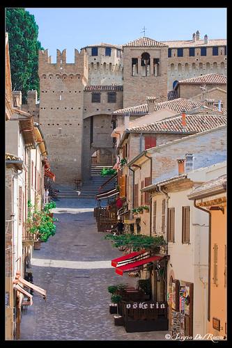 Castello di Gradara, via principale