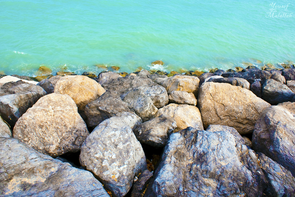 Color of the sea and quiet user safety and stability