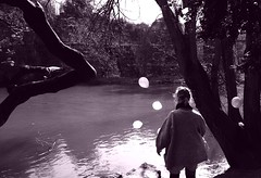 (Hannah Frances) Tags: sun sunlight lake birds balloons magic dream ethereal dreamy chaumont buttes i500 hannahboulton