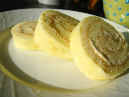 swiss roll with cream cheese