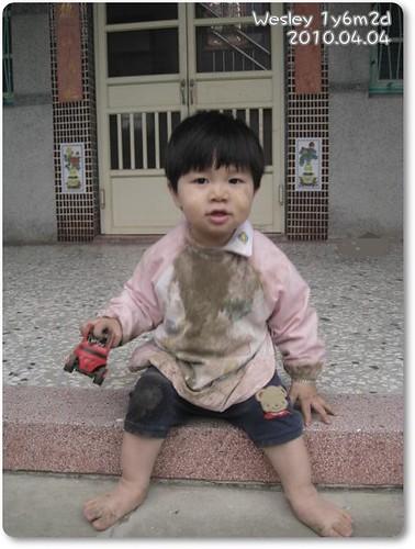 100404-泥巴是小人世界的好朋友
