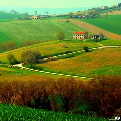 Rural Spring (Osvaldo_Zoom) Tags: trees houses green rural landscape spring nikon fields crops marche macerata d80 montesangiusto agriscape magicunicornverybest