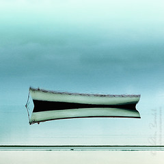 vice versa () Tags: ocean sea seascape reflection andy boat barca mare andrea indian mint down andrew float mauritius upside indiano oceano riflesso menta benedetti sottosopra galleggia nikond90