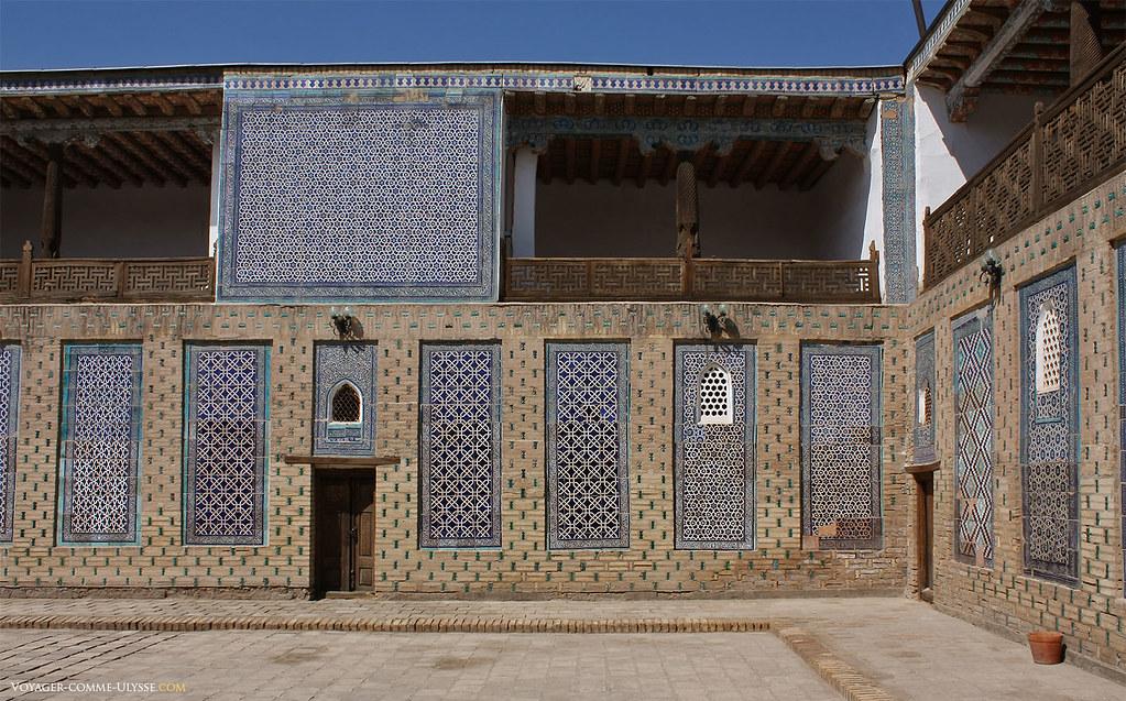 Les femmes du harem attendaient d'être choisies par l'émir à l'étage