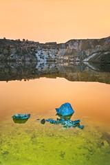 Contaminacion en el lago (SanchezCastillejo) Tags: lago sony union murcia nocturna contaminacion rocas reflejos iluminacion azules a700 luminica