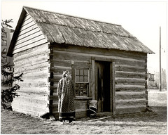 Print (Smithsonian Institution) Tags: woman standing outdoors cabin nebraska calico seneca nationalmuseumoftheamericanindian 1943 winnebago tonawanda smithsonianinstitution