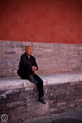 Relaxing in the Forbidden City, Beijing (Espen Odn Evertsen) Tags: china old trip shadow red man hot place chinese beijing relaxing sigma tourist traveling forbiddencity relaxed travelphotography youngphotographer abigfave canon40d rubyphotographer espenodnevertsen