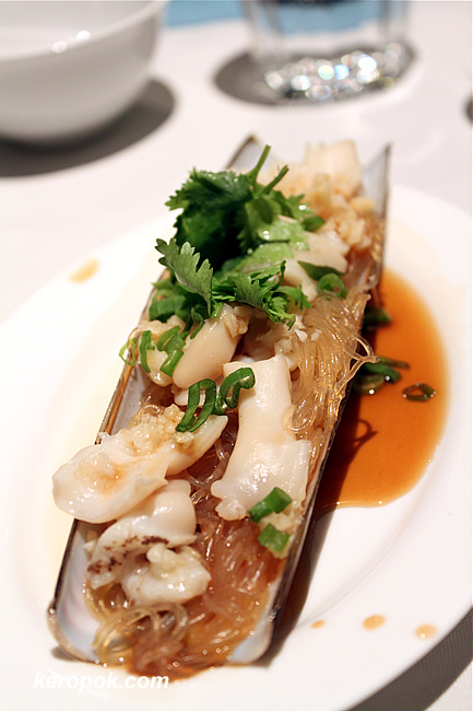 Steamed Razor Clam with Garlic