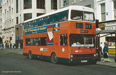 End of an era in bus building (Lady Wulfrun) Tags: manchester piccadilly 1993 mk2 metrobus 211 mcw gmpte mk1 gmbuses september1993 ana162y