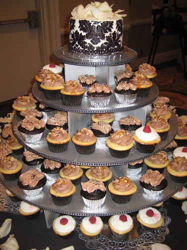 New Years Eve Black & White Wedding cupcakes