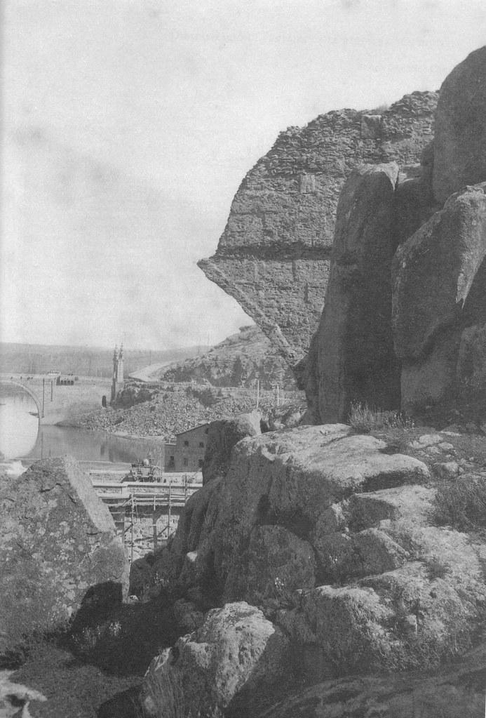 Restos del Acueducto Romano de Toledo a inicios del siglo XX, hacia 1930. Fotografía de Pedro Román Martínez