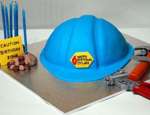 CONSTRUCTION HAT CAKE