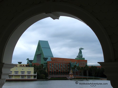 IMG_2501-WDW-Dolphin-through-arch