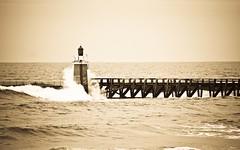Resistencia (Jums!) Tags: sea lighthouse sepia faro mar waves olas far onades ltytrx5