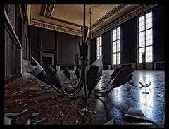 Unterwegs in einer alten Kaserne in Brandenburg (Claudia L aus B) Tags: lampe alt fenster brandenburg verlassen kaserne boden kasino marode wwwmarodercharmede claudialeverentz