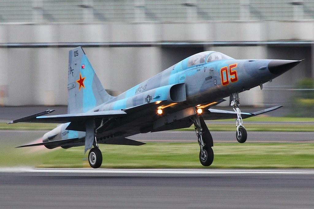 Les F-5E/F/N Tiger II / Aggressor - Page 3 5831899280_fd0fba799c_b