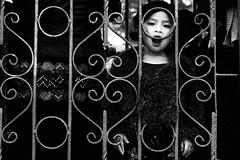 32 (Dalia-Nera) Tags: sguardi ritratto donnamessicana tessitura reportage messicanpeople bambino chamula mexico messico sanjuanchamula bambina littlegirl blackandwhite street streetphotography