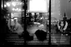 (Leila Jouyandeh) Tags: people window caf bar scotland reflex reflet reastaurant edinurgh 1740mml edimbourgh 40d