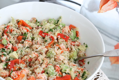 Quinoa salad with crayfish tails, avocado & roasted tomatoes / & lobster tail salad / Kinoa-vähisabasalat
