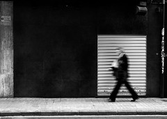 Presos urbans (dp Chaigneau fotos) Tags: street people urban bw white black blancoynegro valencia metal photoshop photo expo gente pentax walk negro steps streetphotography sigma bn bin vida hurry fotografia smc gent blanc f28 carrer negre pres puertas callejero preso prisa 2470mm sigma2470mmf28exdg pases pentaxk100dsuper carrars davidpons dpchaigneau dpchaigneaufotosblogspotcom pasfermperlavida expoproject elpasunavisiodelesserurba
