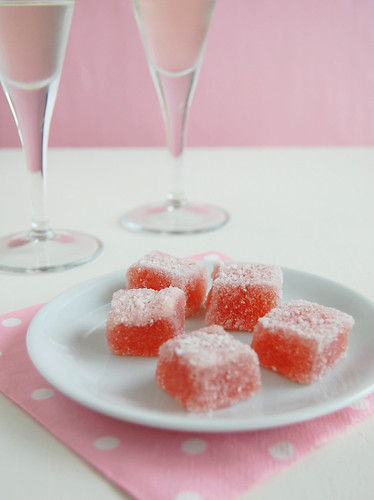 Sugared strawberry jubes / Jujubas de morango
