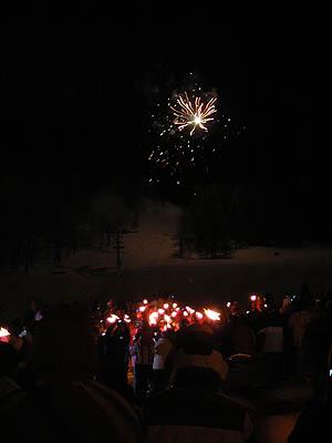 descente aux flambeau et feu d'artifices.jpg