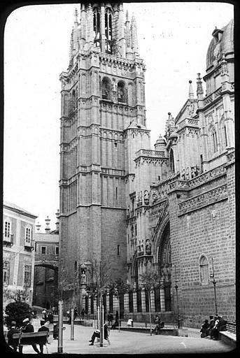 Catedral de Toledo en 1907. Fotografía de Roy Lucien. Société Française d'Archéologie et Ministère de la Culture (France), Médiathèque de l'architecture et du patrimoine (archives photographiques) diffusion RMN