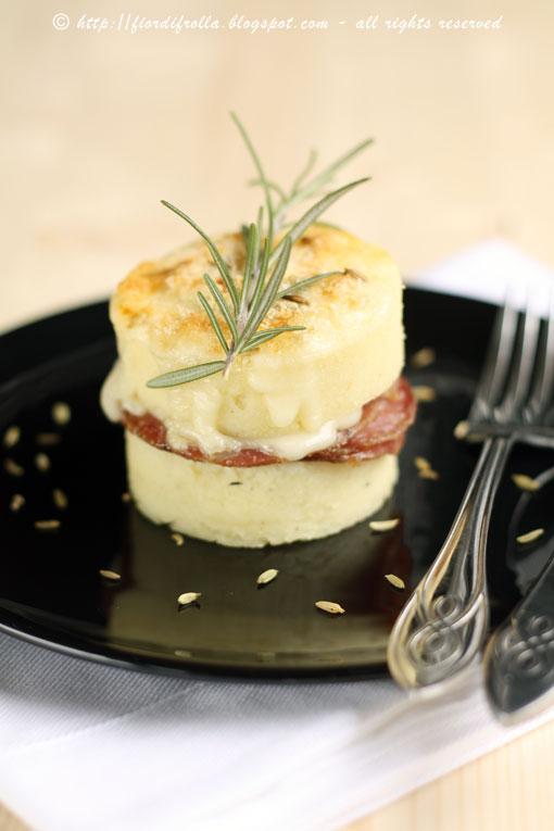 Sandwich di gnocchi di semolino al gorgonzola e finocchiona