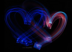 - To bom morrer de amor e continuar vivendo. (Juliana Coutinho) Tags: light love luz paint heart amor sony days corao celular 365 juliana telefone 2010 coutinho lightpaint 365days ngmmemuda julianacoutinho
