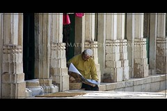 Morning Rituals - Getting High on Information (AM_DB) Tags: india heritage architecture streetphotography streetlife gujarat ahmedabad heritagesites sigmalens nikond40 sarkejroza sigma18200mmoshsm sarkej d40dslr mouslemtomb mpcshoot protectedbyasi