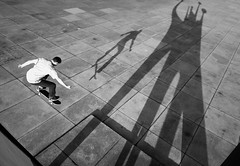 (atomareaufruestung) Tags: city shadow urban motion berlin skateboarding abril sombra ollie skateboard april jeffrey tiergarten skateboarder 2010 nationalgalerie cltylife