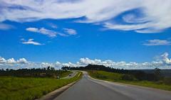 BR-063 Goiânia-Brasília (Claudia Oseki) Tags: road blue brazil sky brasília brasil cloudy goiânia goiás dailyshoot br063 ds554
