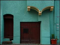 Doors (sara-maria) Tags: blue house building green germany bayern deutschland bavaria doors turquoise haus colored flowerpot grn blau coloured soe gebude tr bunt wasserburg blumentopf tren trkis