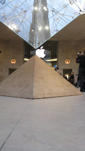 Apple Store in the Louvre