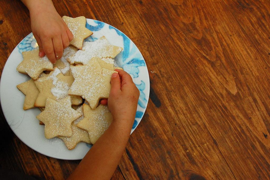 christmas decorating cookies