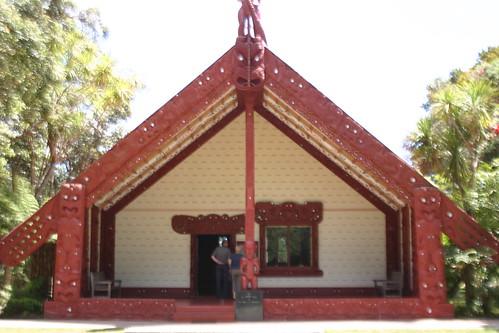 Maori Versammlungshaus auf den Wairangi Treaty Grounds