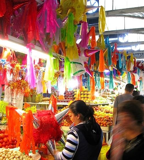 Pinatas in the mercado