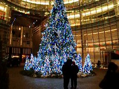 Christmas Tree - One Beacon Court (Jim Lambert) Tags: nyc newyorkcity usa ny newyork architecture buildings us video unitedstates manhattan christmaslights midtown nighttime christmasdecorations 2009 sidewalks videos uppereastside bloombergbuilding sidewalksofnewyork bloombergtower midtownmanhattan midtowneast nighttimephotography onebeaconcourt e58thstreet beaconct beaconcourt e58thst afterdarkphotography east58thstreet winter2009 december2009 12222009 onebeaconct december222009 22december2009