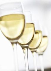 La Enoteca: Blancos atractivos, Chardonnay y Sauvignon Blanc