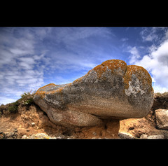 Strange rocks in Brittany HDR.... (Erwan bazin photography (F2.8) very busy!) Tags: nature colors strange clouds photoshop canon soleil reflex brittany rocks raw couleurs colorfull sable halo bretagne breizh full 29 t nuages hdr highdynamicrange rocher lightroom finistre cailloux trange retouche effet bazin traitement photomatix 50d totoshop filigrane tonemaping brignogan abigfave canoneos50d thebestofday gnneniyisi bazinerwan erwanbazinphotographie