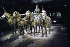 Xi'an (China), l'esercito di terracotta (Terracotta warriors) (tango-) Tags: china xian terracottawarriors   kina cina terracottaarmy pechino  in  esercitoditerracotta flickrchallengegroup       chinachinekinaquc