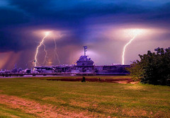 USS YORKTOWN (SOUTHERN HEART) Tags: lighting monument canon ship charleston yorktown aircraftcarrier soe