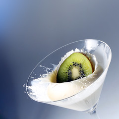 Kiwi Splash No. 1 (Vicco Gallo) Tags: white green water fruit backlight speed canon eos 50mm milk droplets drops flash cream martini explore wireless grn splash 18 kiwi weiss liquid speedlight waterdroplets sculptures ef sahne highspeed trigger strobe creamy collision 500d spritzer speedlite spritzen strobist jokie yongnuo stopshot timetrigger splashboy