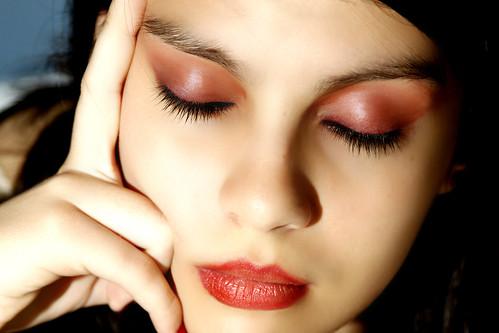 フリー画像| 人物写真| 女性ポートレイト| ラテン系女性| 化粧/メイク| アルゼンチン人| 目を閉じる|     フリー素材|