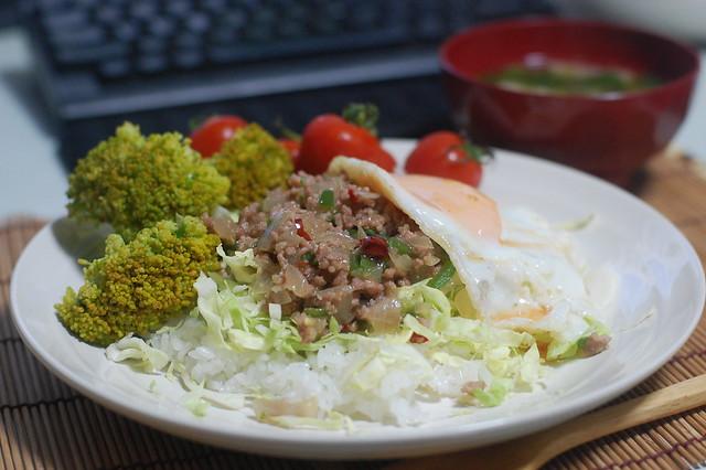 タイ風な目玉焼き丼を久しぶりに作りました!#gohan