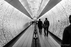 The tube - London (Bouhsina Photography) Tags: tube londres metro angleterre station underground 2017 bouhsina bouhsinaphotography canon 5diii sigma 35mm black white bw blackandwhite noiretblanc noir blanc street perspective