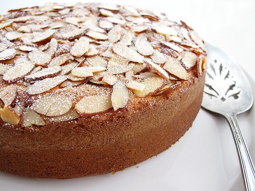 Gastronomer's Guide: Almond Cake